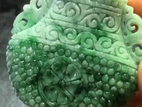 翠绿瓶子寓意平安吉祥