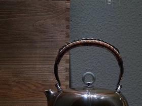 李小白银壶螺纹镜面瓜壶