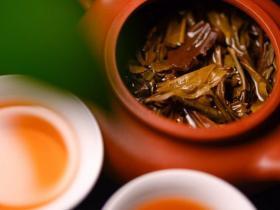 普洱茶茶汤颜色红色还是金色好?