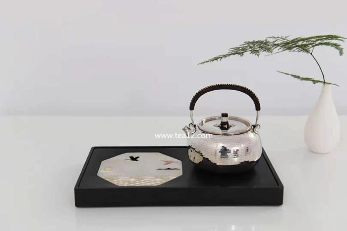 真锅一块打齐锤纹银壶