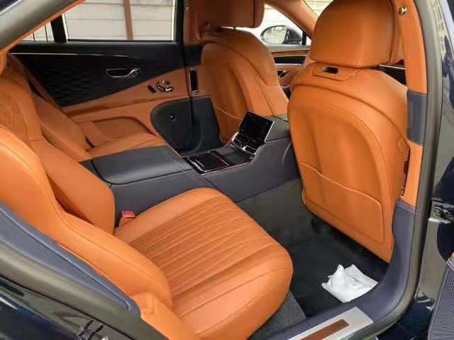宾利飞驰21款4.0T V8 黑棕报价